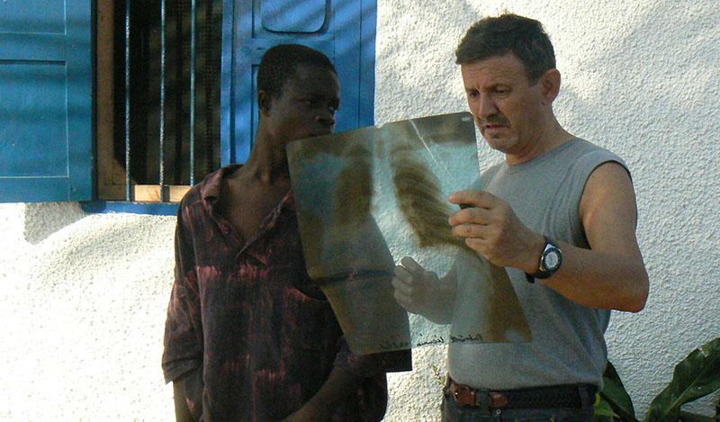 P1040217 e mi chiede di aiutarlo Patrick Progetto Africa