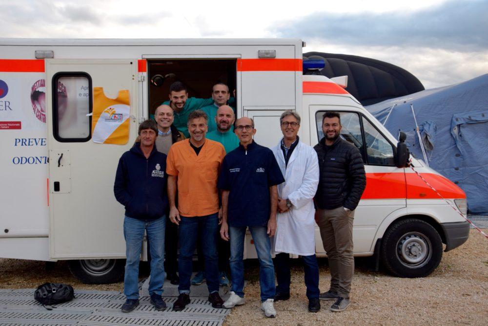 Fondazione ANDI con AIOP ad Amatrice e1508419122561 Emergenza terremoto 2016
