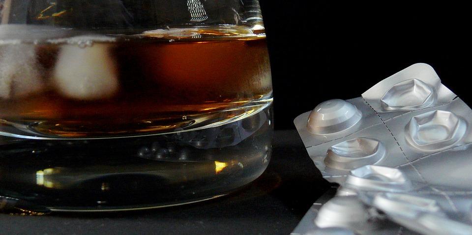 post 7 aprile Droghe, alcol e salute orale