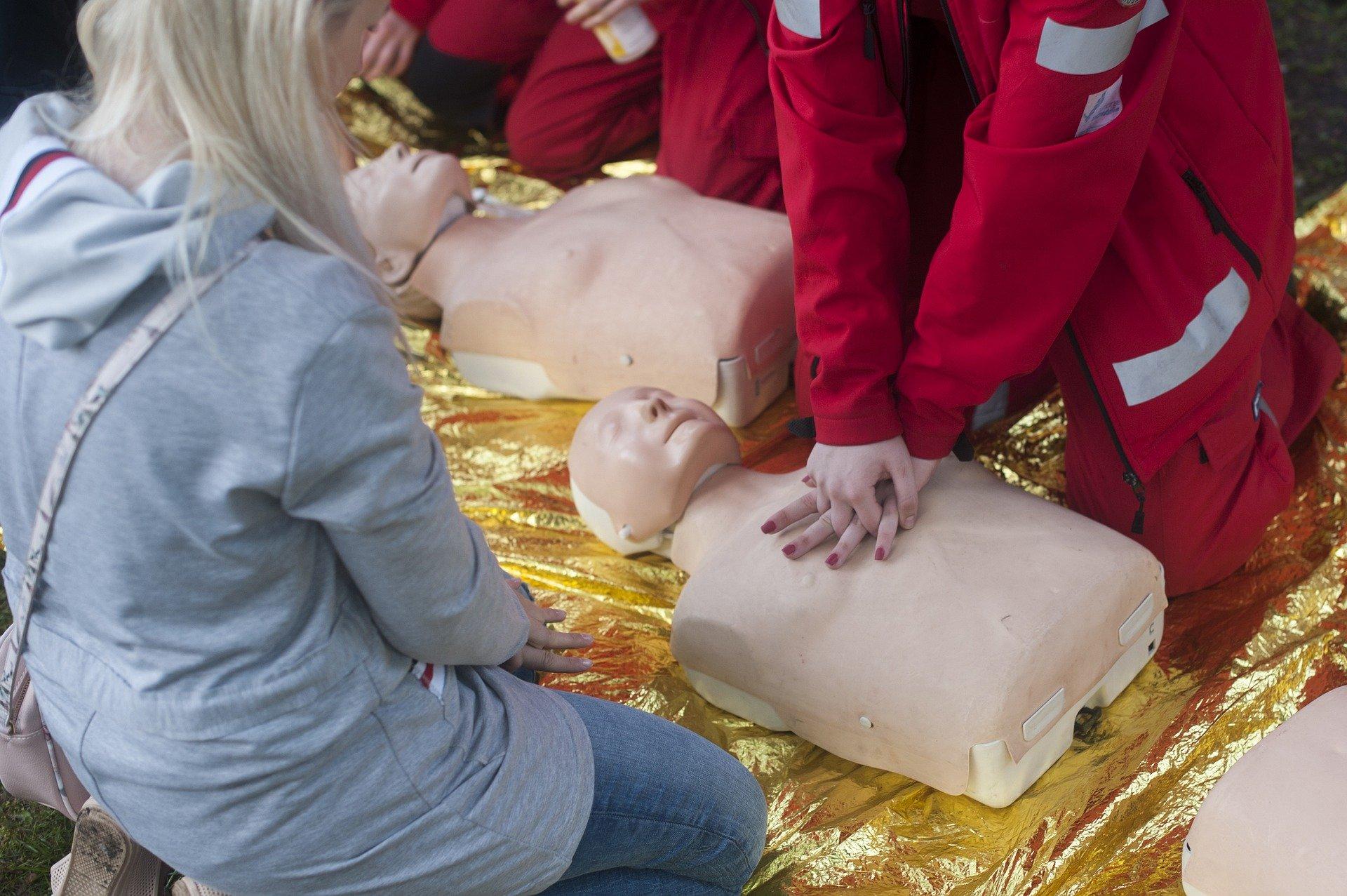 aiutiamo a salvare vite 6 2020 Come soccorrere in sicurezza una persona vittima di arresto cardiaco in emergenza da coronavirus